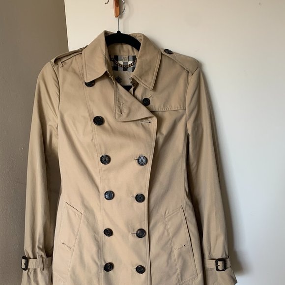 Burberry Sandringham mid-length trench coat tan